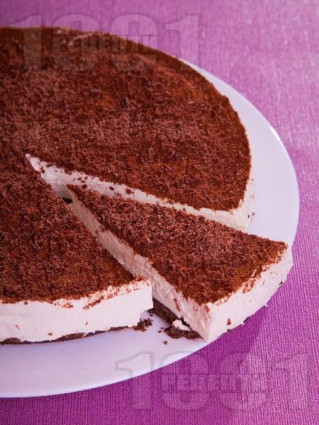 Шоколадова чийзкейк торта за десерт с крема сирене, заквасена сметана, желатин. шоколад и какао (с печене) - снимка на рецептата